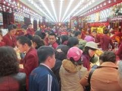 """Khách mua vàng tạo thành """"biển người"""" tại Kim Tín"""