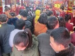 Gần 14h, khách vẫn chưa ngừng gia tăng tại Kim Tín